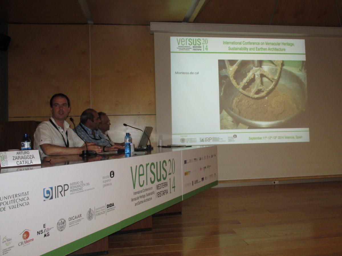 Ponència sobre un estudi del comportament d'aglomerats amb calç: morters, formigons i terres, en el congrés internacional VERSUS 2014 de València